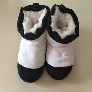 Cat & Jack Moon Boot Slippers